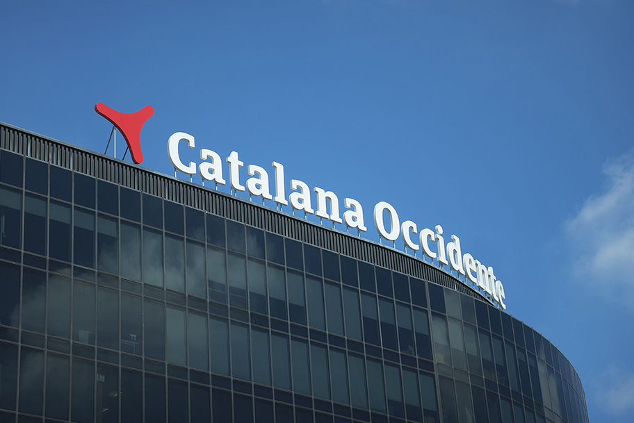 catalana_occidente-logo-rotulo-16.jpg