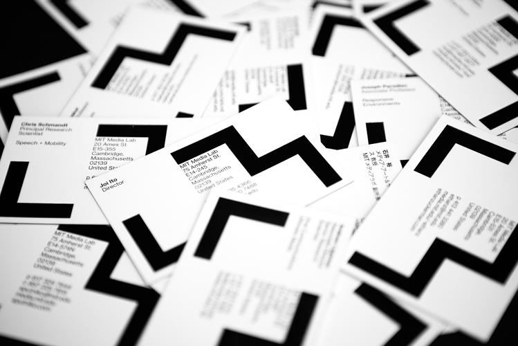 pentagram_mit_media_lab_tarjetas_visita.jpg