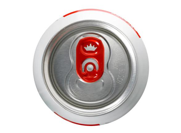 imagen de una lata de cerveza budweiser con el diseño de la chapa igual que el simbolo de budweiser