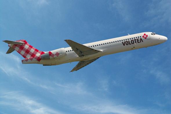 imagen de avion de la marca volotea