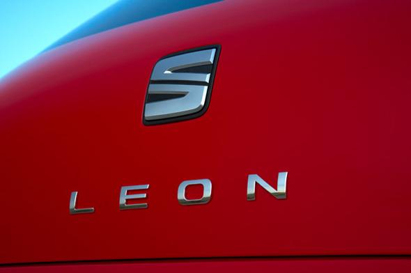 imagen nuevo seat leon 2014 color rojo letras plateadas