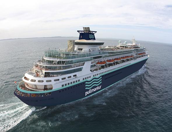 Pullmantur imagen de un crucero con la nueva imagen corporativa azul y verde