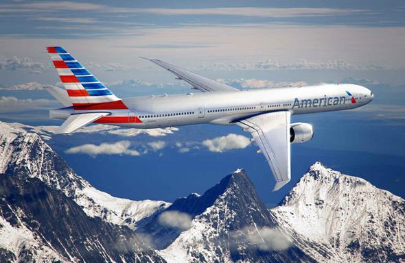 avion american airlines imagen sobrevolando una cordillera montañosa