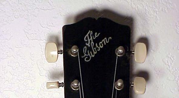 imagen del sello de la marca gibson en una guitarra