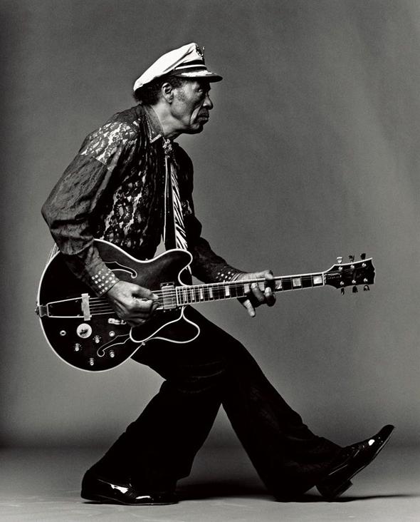 imagen de Chuck Berrry con una guitarra de la marca Gibson