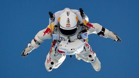 reto redbull hombre lanzandose desde la estratosfera