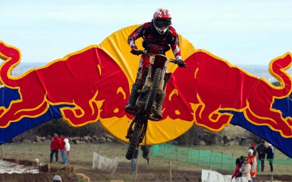 RedBull imagen de moto de motocross en el aire