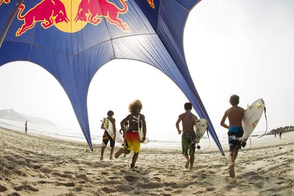 RedBull imagen de la marca en publicidad en la playa