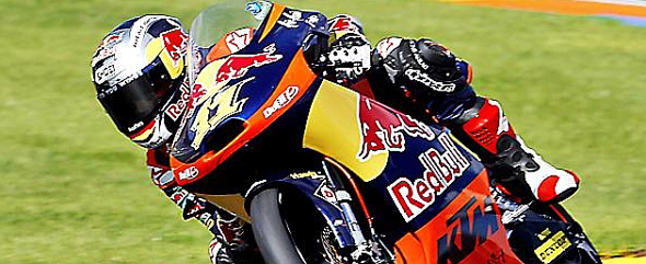 RedBull motociclismo imagen de marca en casco y motocicleta