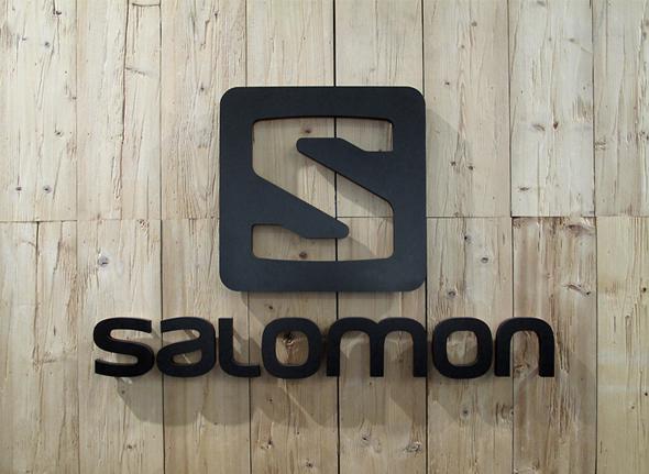 imagen de salomon color negro nueva imagen de marca