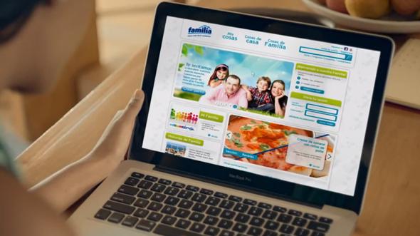 imagen de la web de la marca colombiana famila en un ordenador