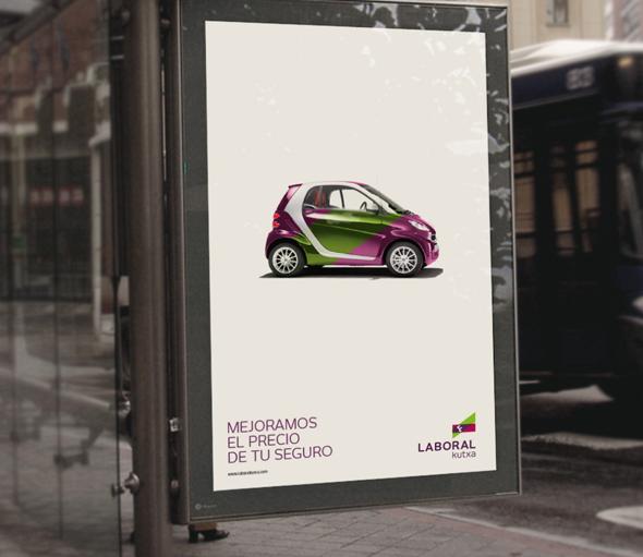 laboral kutxa publicidad en la parada de un autobus