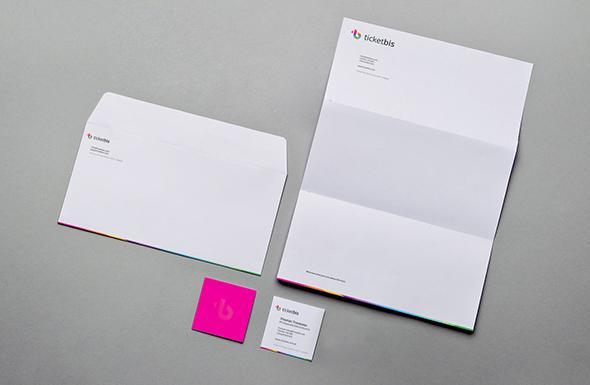 nuevo rediseño de la marca ticketbis imagen de marca en cartas y tarjetas