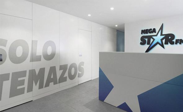 MegaStarFM entrada a oficina central diseño de las instalaciones